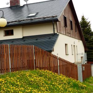 Hotel Pictures: Haus Tolštejn, Jiřetín pod Jedlovou