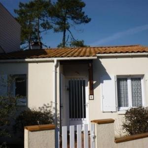 Hotel Pictures: House Quartier du phare 4/5 personnes, La Tranche-sur-Mer