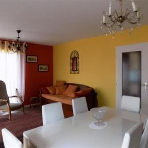 Hotel Pictures: Apartment Bel appartement a deux pas du centre et proche de la mer, Saint-Brevin-les-Pins