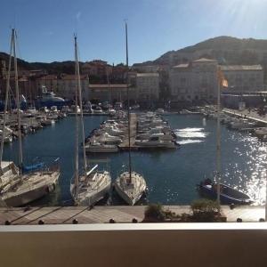 Hotel Pictures: Apartment Appartement type f3 idéalement situé, vue imprenable sur le port, Port-Vendres