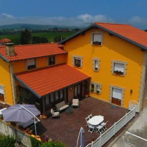 Hotel Pictures: Posada Las Tres Mentiras de Santillana del Mar, Viveda