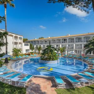 Hotel Pictures: Hotel Playasol Cala Tarida, Cala Tarida