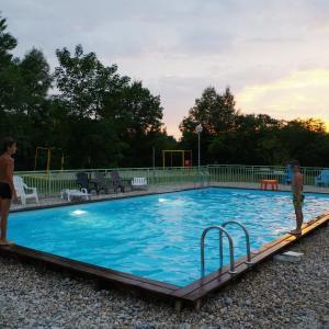 Hotel Pictures: Camping les Plages de l'Ain, Saint-Maurice-de-Gourdans