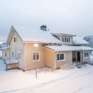 Hotel Pictures: Holiday Home Lomakoti kuusela, Kukkola