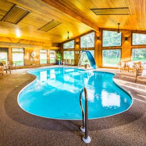 Hotel Pictures: Rustlers Lodge, Sundre