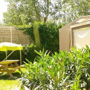 Hotel Pictures: Camping Le Clos de La Grangette, Sérignan