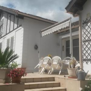 Hotel Pictures: Chambres d'Hôtes Le Perdigon, Estang