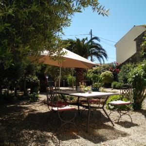 Hotel Pictures: La Maison des Palmiers, Homps