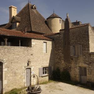 Hotel Pictures: Le Vieux Chateau - The Gatehouse, Puligny-Montrachet