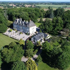 Hotel Pictures: Château d'Ygrande - Châteaux et Hôtels Collection, Ygrande