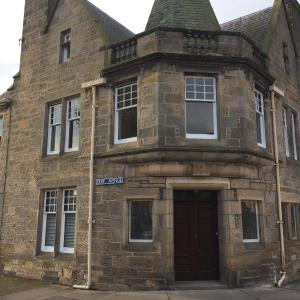 Hotel Pictures: Grade 2 Listed 3 bed Townhouse in centre of Elgin, Elgin