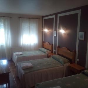 Hotel Pictures: Hotel Restaurante Las Camelias, Jarrio