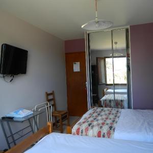 Hotel Pictures: Chambre d'Hôtes Les 3 Moulins, Cozes