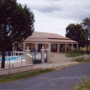 Hotel Pictures: House La casse et l'hermitage, Ambres