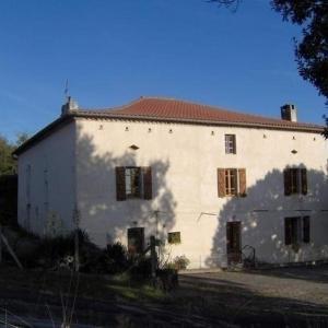 Hotel Pictures: House Rebellat, Saint-Julien-du-Puy