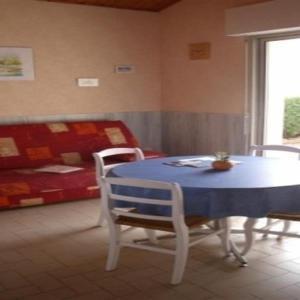 Hotel Pictures: Apartment Appartement mezzanine, dans parc clémenceau, La Tranche-sur-Mer