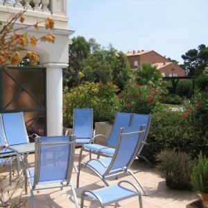 Hotel Pictures: Apartment Avenue Beau Rivage, Carqueiranne