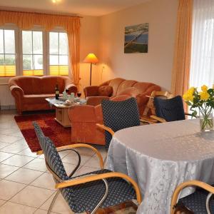 Hotel Pictures: Ferienbauernhof-Lafrenz-Ferienhaus-Rose, Klausdorf