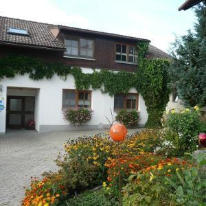 Hotel Pictures: Ferienhof-Fink-Ferienwohnung-Kleeblatt, Opfenbach