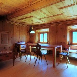 Hotel Pictures: Ferienwohnung grosszügig, historisch + modern komfortabel, Guarda