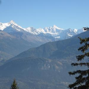 Hotel Pictures: Mesnil 18, Crans-Montana