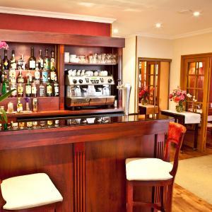 Hotel Pictures: Hôtel-Restaurant Le Normandie, Ouistreham