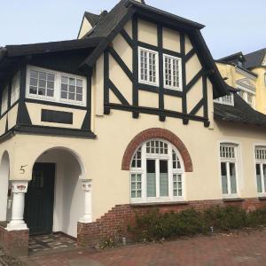 Hotel Pictures: Lille-Villa-App-Himmel, Westerland