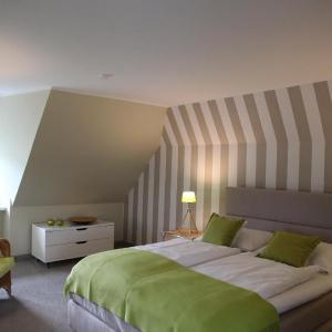 Hotel Pictures: Der-junge-Heinrich-im-Haus-Kapitaen-Groot, Keitum