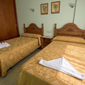 Hotel Pictures: Hostal O Camouco, Portonovo
