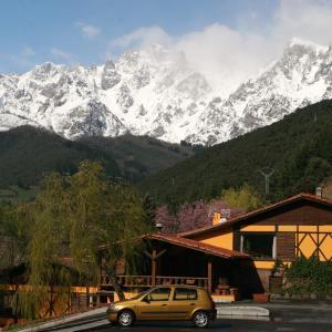 Hotel Pictures: Albergue La Cabaña, Turieno