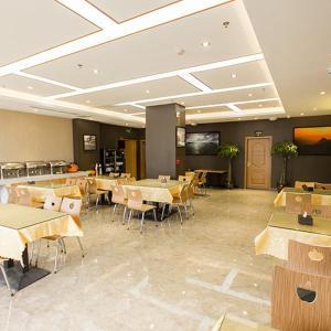 Hotel Pictures: Super 8 Zhengzhou Zhongyuanfu Tower 1st Avenue, Yanzhuang