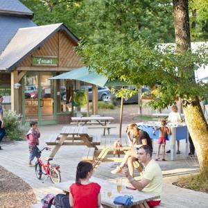 Hotel Pictures: Huttopia Lac de Sille, Sillé-le-Guillaume