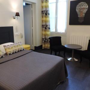 Hotel Pictures: Hotel Restaurant - La Goule Beneze, Saint-Jean-d'Angély