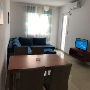 Hotel Pictures: Viktoria's Apartments, Shëngjin
