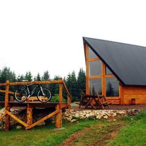 ホテル写真: Planinski kamp Jazavčije Rupe, Han Pijesak
