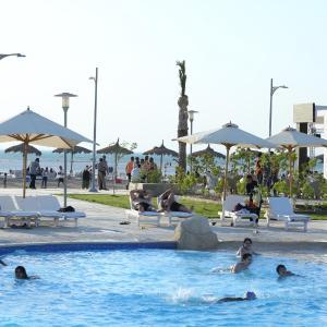 Hotel Pictures: Mousa Coast Private Rental Chalets, Ash Shaţţ
