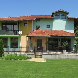 Fotos de l'hotel: Pri Orehite Guesthouse, Oreshak