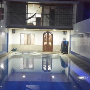 Hotel Pictures: Casa con Piscina Privada y Jacuzzi, Flandes