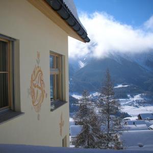 Hotel Pictures: Chasa Glüna Jupiter, Ftan