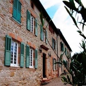 Hotel Pictures: House L'oustalou, Saint-Gauzens