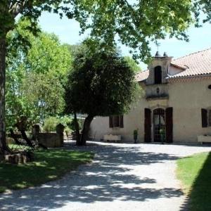 Hotel Pictures: House Les cathalos, Saint-Julien-du-Puy