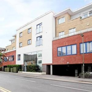 Hotel Pictures: Flexi-lets@Guildford Walnut Tree Close, Guildford