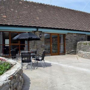 Hotel Pictures: Ty N Cellar Cottage, Margam