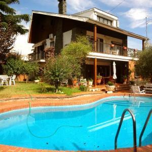 Hotel Pictures: Villa Isaac Albeniz, Barbera del Valles