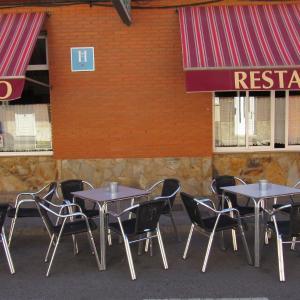 Hotel Pictures: Hostal Restaurante El Abuelo, Trobajo del Camino