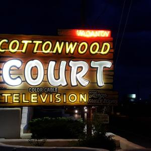 Hotel Pictures: Cottonwood Court, Santa Fe