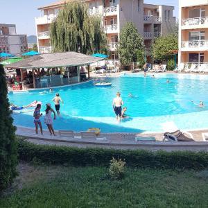 Hotel Pictures: Veselina Apartment in Sunny Day 6, Tŭnkovo