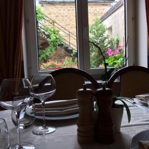 Hotel Pictures: Hôtel Restaurant Le Dauphin, Saint-Pierre-des-Nids