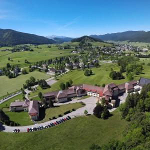 Hotel Pictures: L'ESCANDILLE Village Vacances, Autrans