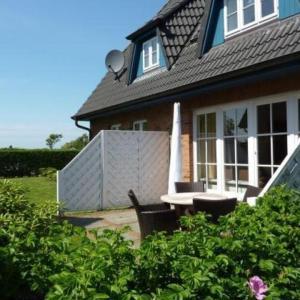 Hotel Pictures: Ferienhaus-Wohnen-auf-dem-Lande-HT-5, Oldsum